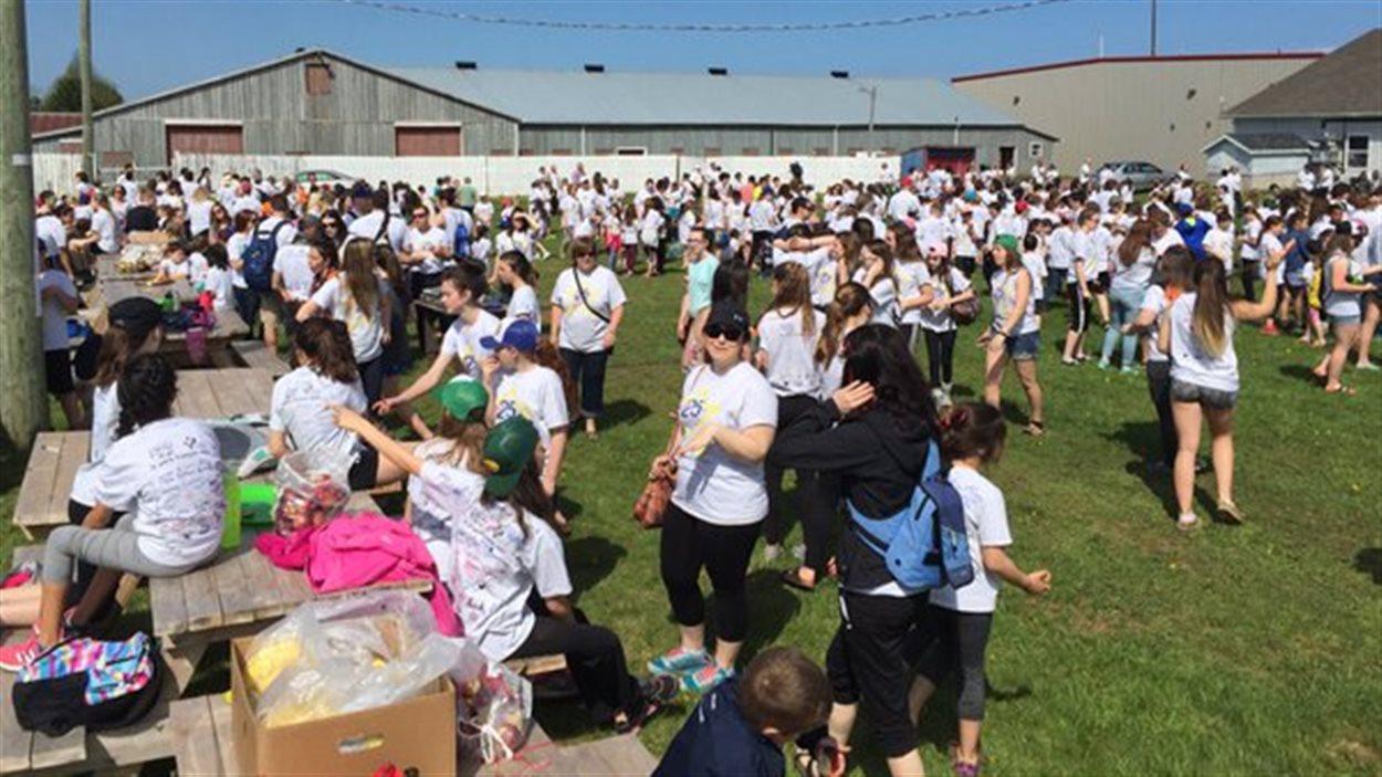 Des centaines d'élèves francophones de l'Île-du-Prince-Édouard se sont rassemblés au Centre Expo-Festival de la région Évangéline pour souligner les 25 ans de l'obtention de la gestion scolaire par les francophones de l'Île.