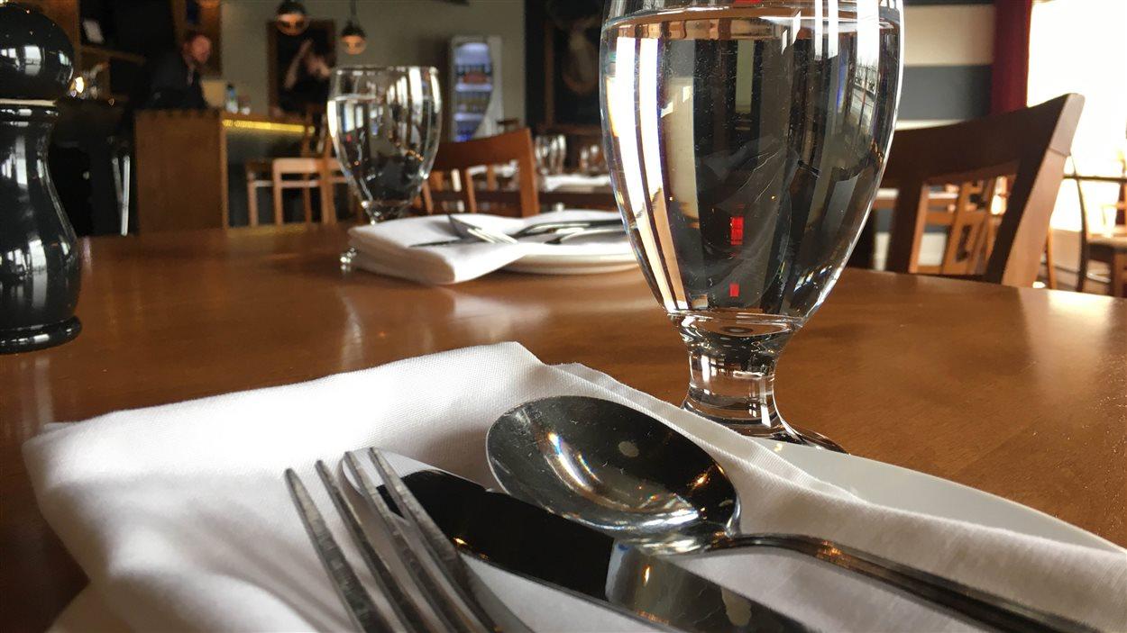 Les restaurants doivent s'armer de patience et faire preuve d'imagination pour contourner le problème d'eau potable à Sainte-Anne-des-Monts.