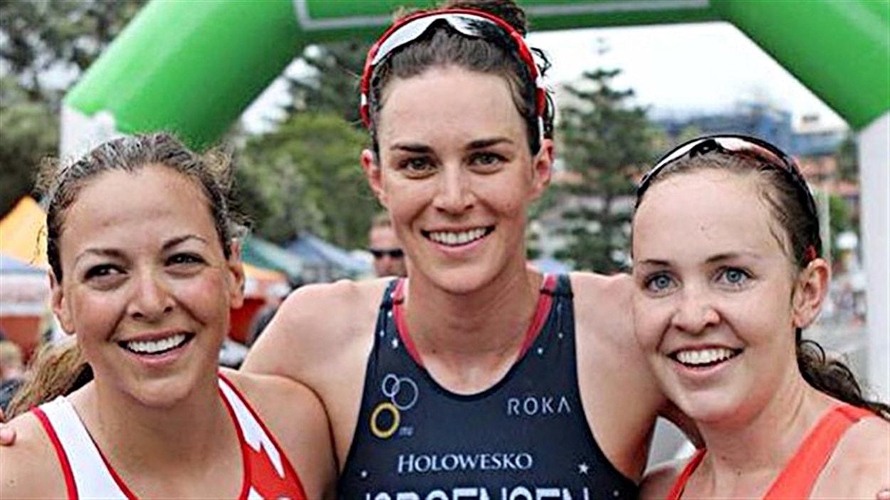 Amélie Kretz (à gauche) et Gwen Jorgensen (au centre)