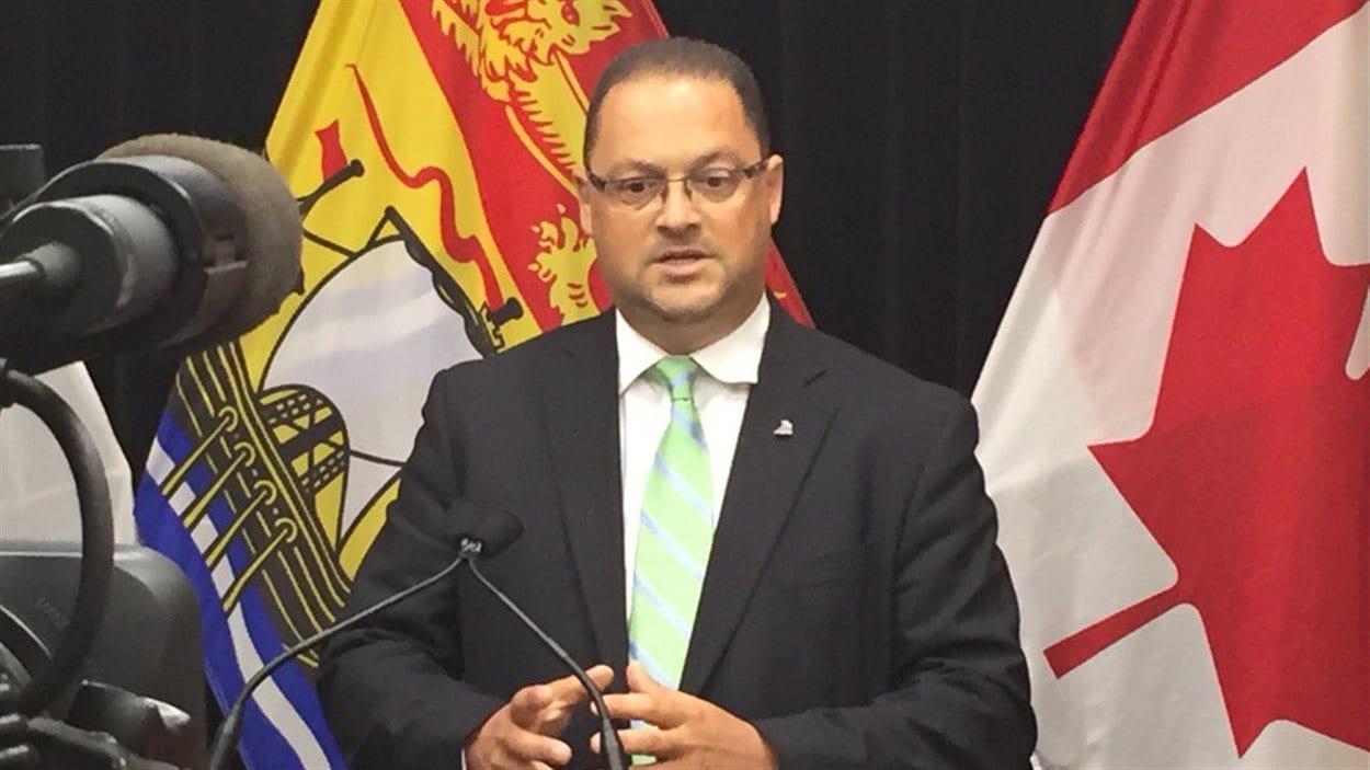 Le ministre Donald Arseneault