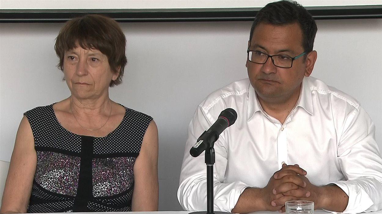 Les porte-parole de Québec solidaire Françoise David et Andrés Fontecilla tiennent une conférence de presse le 28 mai 2016 à Montréal, en marge du congrès du parti.