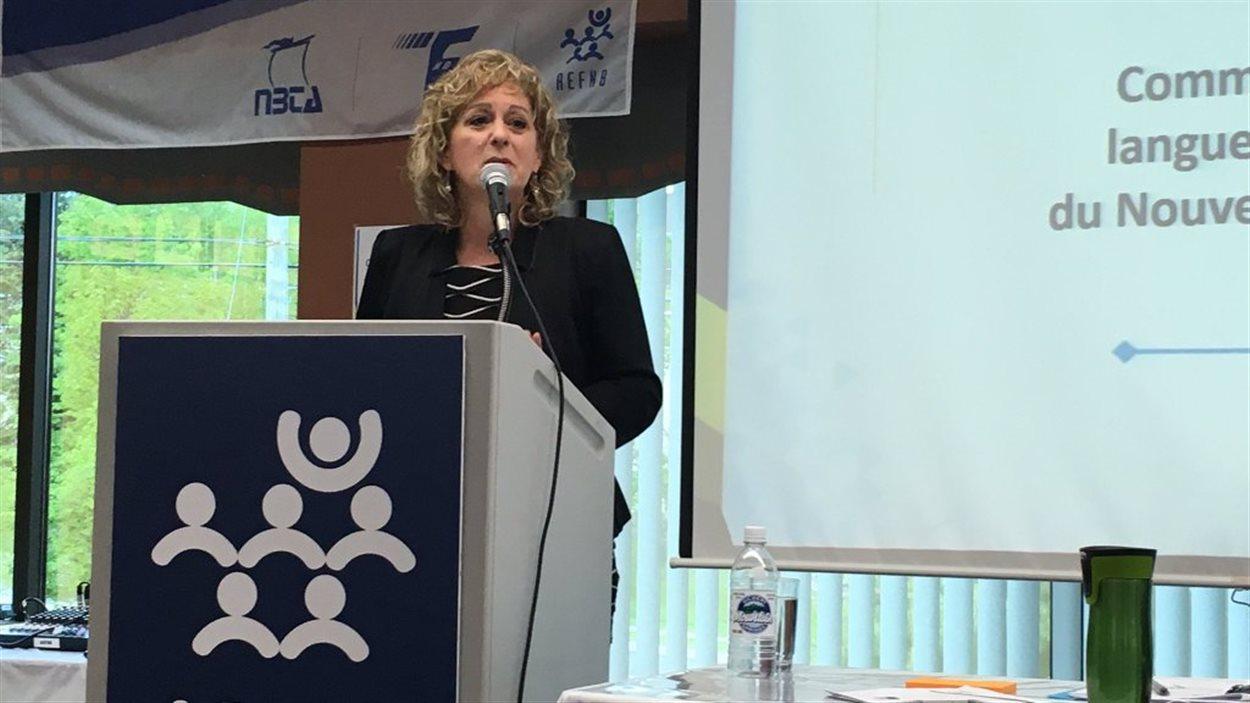 Katherine d'Entremont prononce un discours