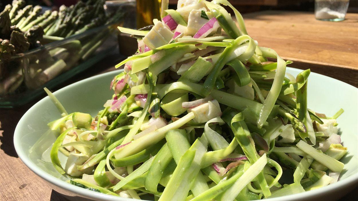 Salade d'asperges, menthe et feta