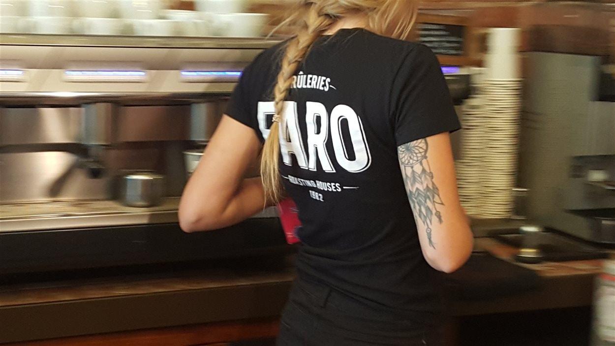 Une barista de la Brûlerie Faro de Sherbrooke