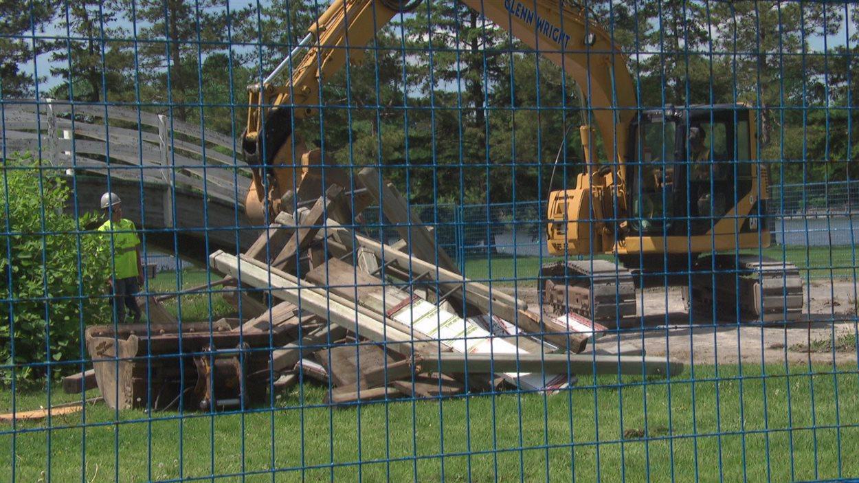 Des travaux préparatoires ont commencé au parc de la baie Mooneys en vue de la construction du mégaterrain de jeux.