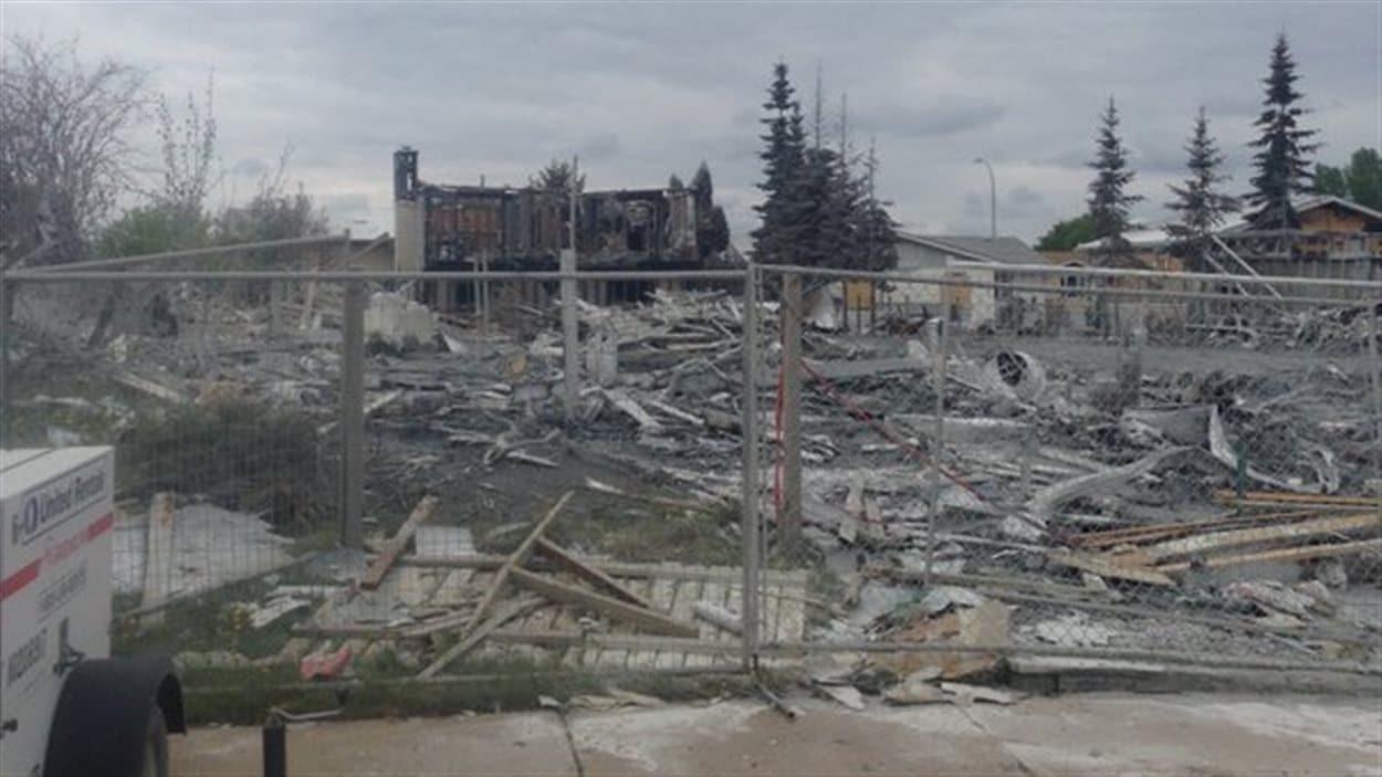 Des zones détruites par le feu ont été clôturées en prévision du retour à Fort McMurray.