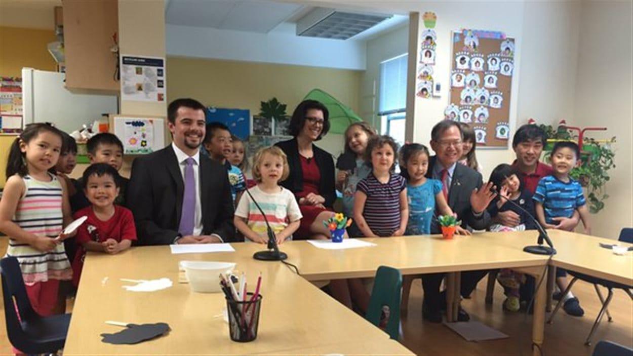 La ministre des Enfants et du Développement de la famille, Stephanie Cadieux, au Centre de la petite enfance de l'association étudiante de BCIT à Burnaby.