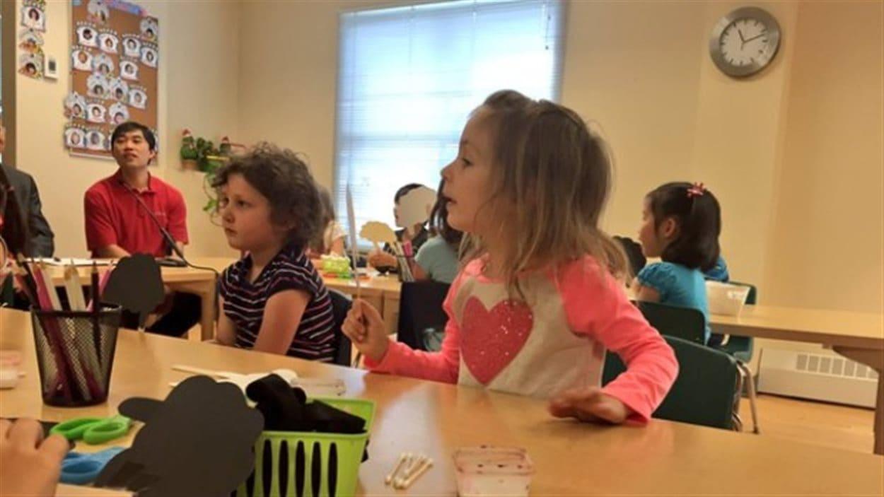 Des enfants au centre de la petite enfance de l'association étudiante de BCIT à Burnaby en Colombie-Britannique.