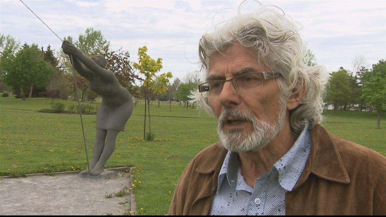 Le sculpteur Roger Langevin