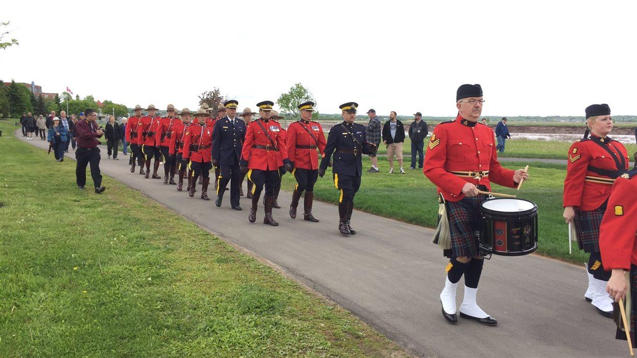 Un défilé d'agents de la GRC à Moncton