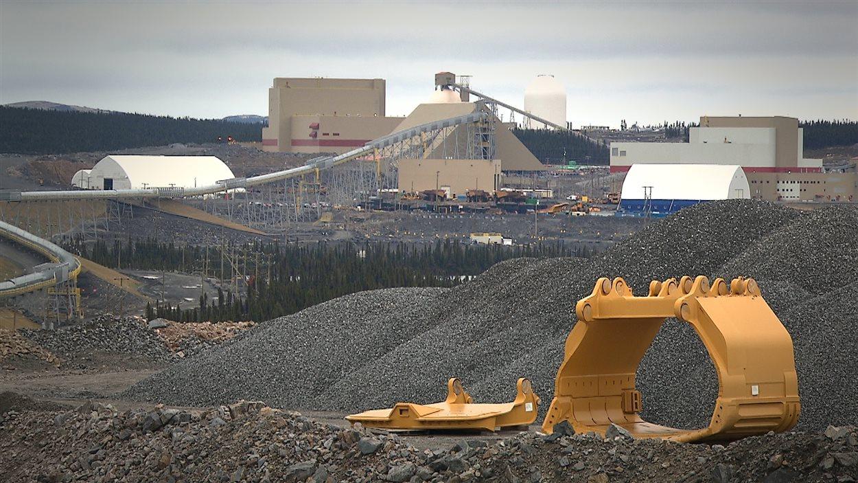 Installations de Minerai de fer Québec, à la mine du lac Bloom