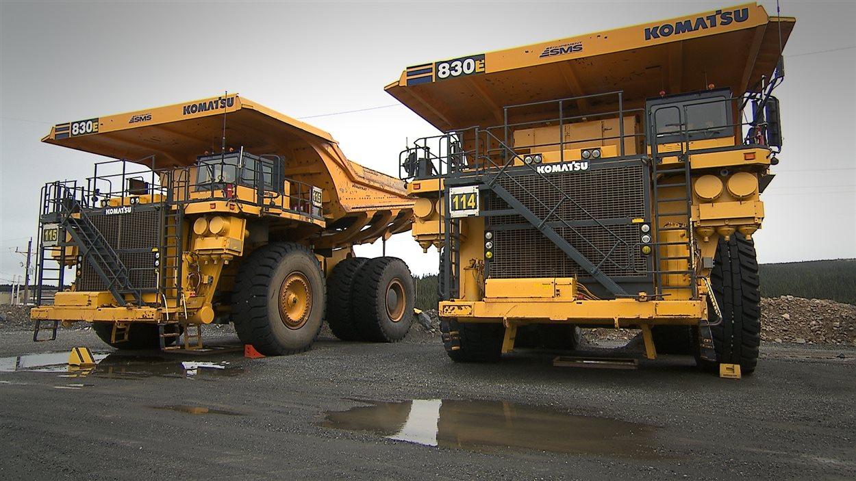 Camions de 240 tonnes, propriété de Minerai de fer Québec
