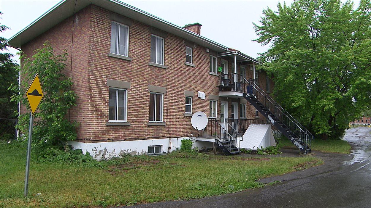 Le complexe d'habitation Val-Martin dans le quartier Chomedey à Laval.