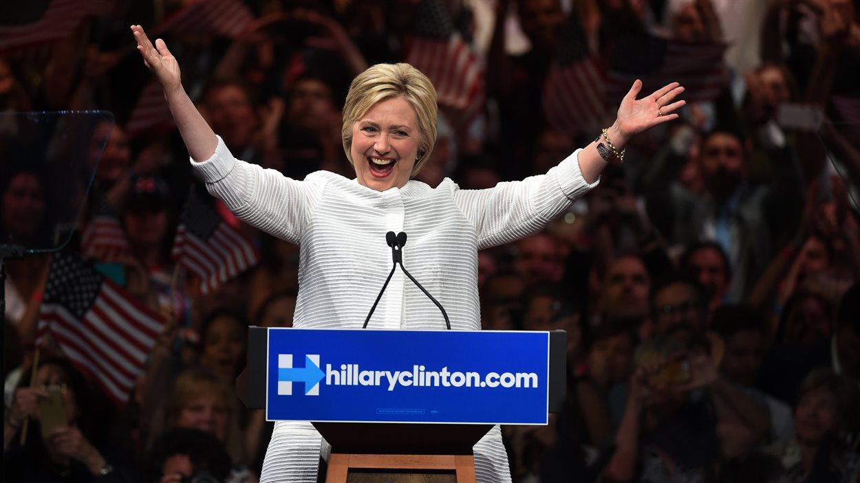 Hillary Clinton devient la 1re femme candidate à la Maison-Blanche.