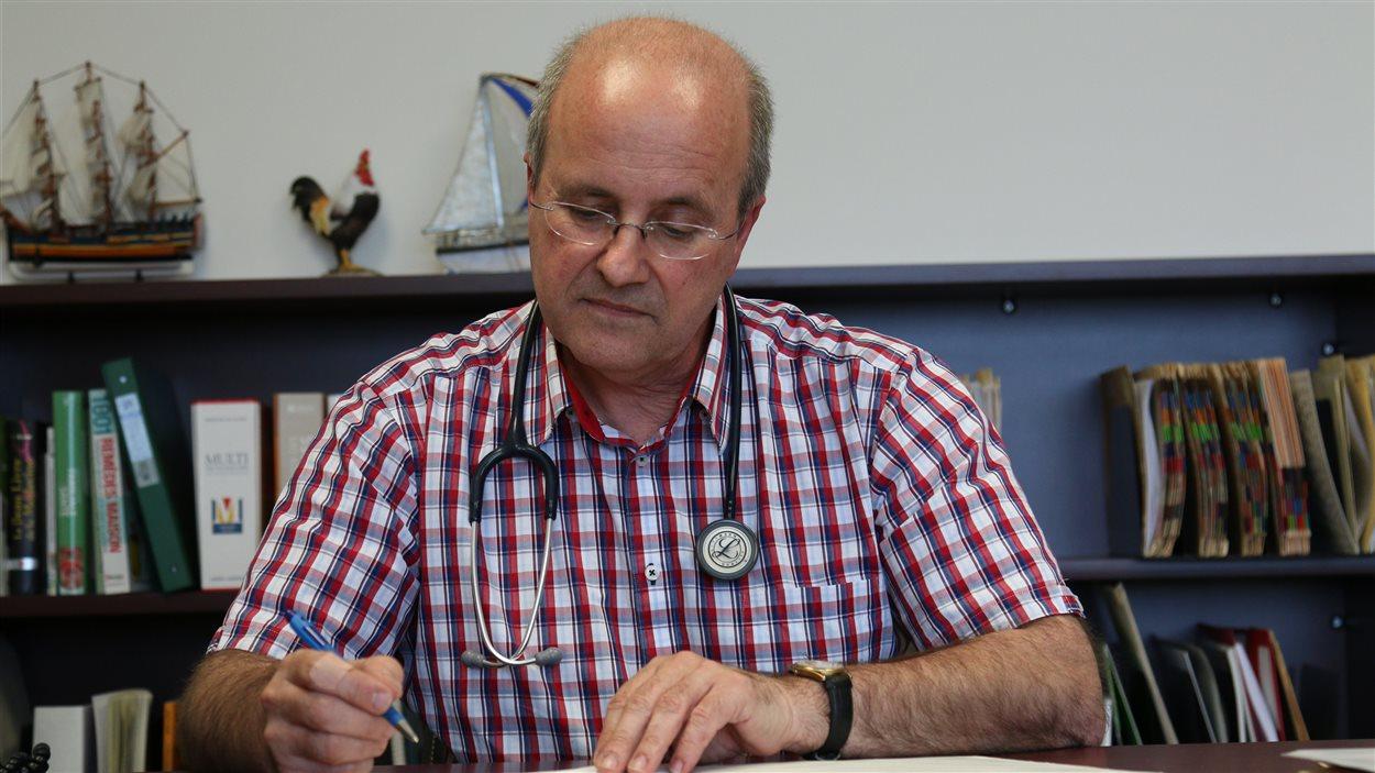 Le Dr Michel Robitaille doute que le plan actuel du ministre Barrette soit réaliste.