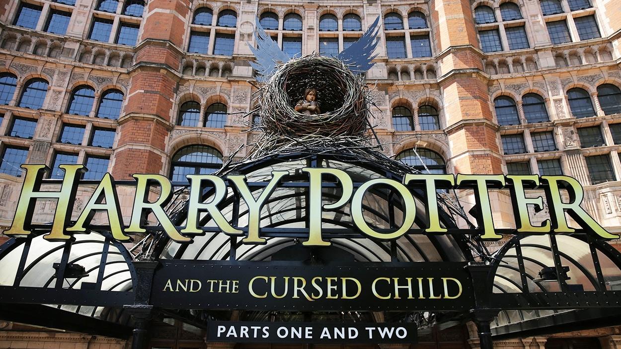 La façade du Palace Theatre de Londres et la pièce « Harry Potter and the Cursed Child »