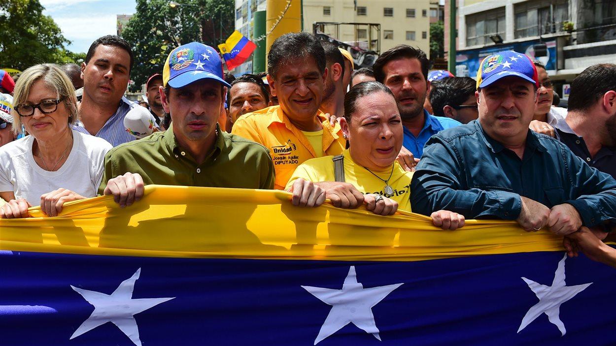 Des manifestants anti-Maduro dans les rues de Caracas.