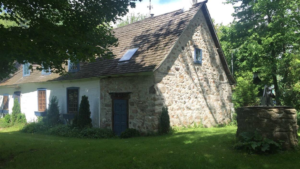 La Maison Raizenne, la plus vieille d'Oka, construite en 1721. Le film X Men, Apocalypse, y a été tourné en partie.