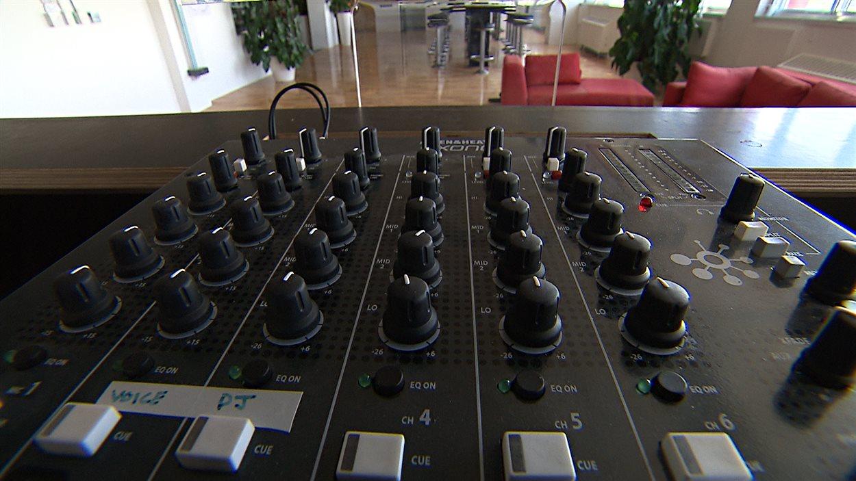 Une table de mixage