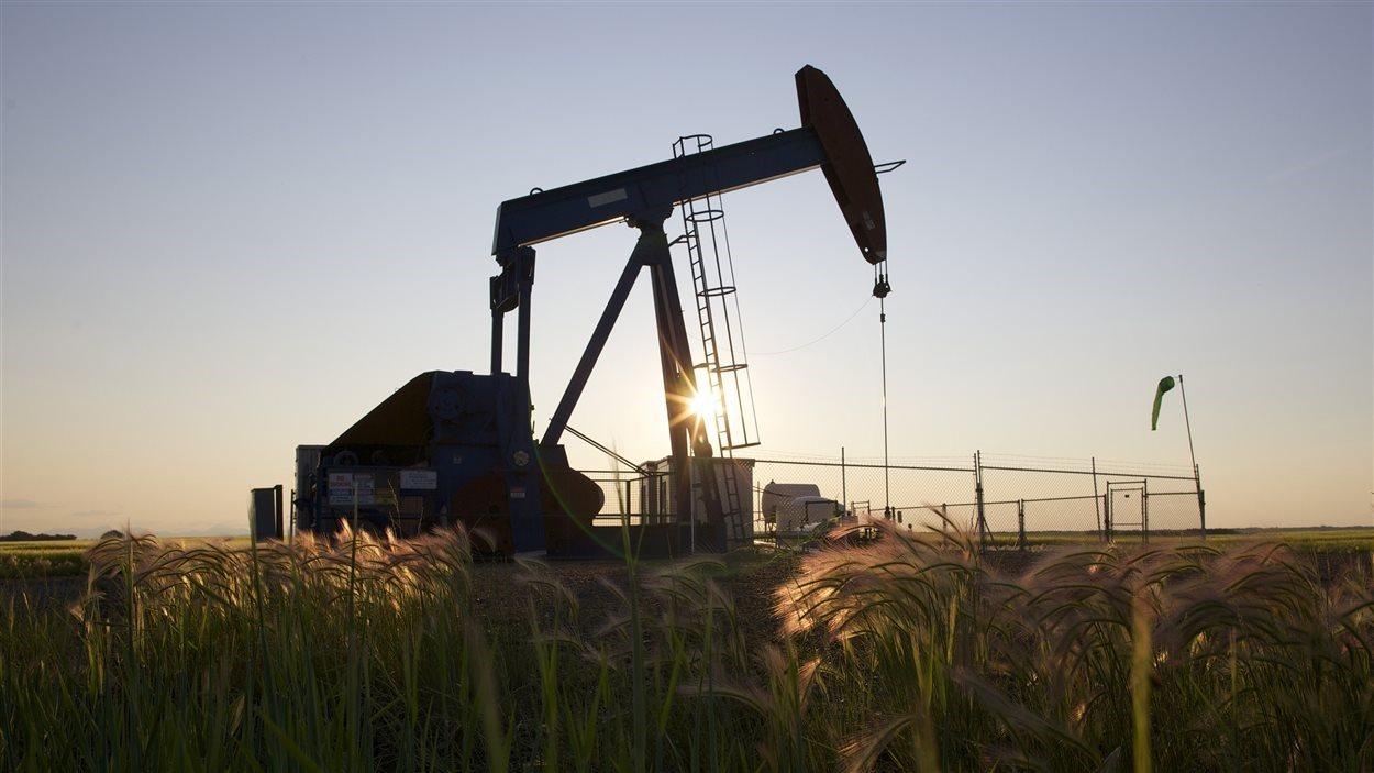 Un puits de pétrole près de Calgary.