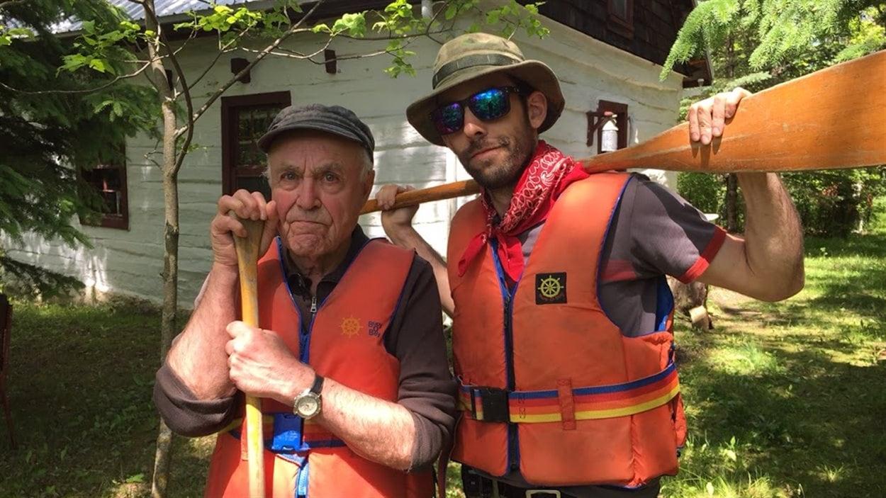 Réal Bérard ne compte pas ses voyages d'exploration en canot à travers la province. Compteur né, il n'est jamais à cours d'anecdotes.