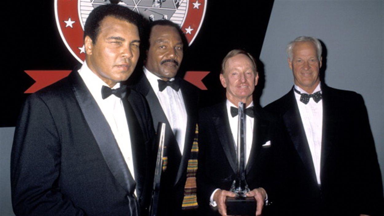 Soirée des célébrités: Muhammad Ali (boxe), Jim Brown (football), Rod Laver (tennis) et Gordie Howe