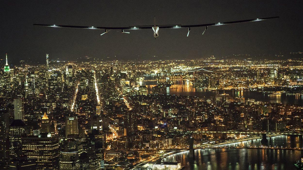 L'avion solaire Solar Impulse 2 a survolé l'île de Manhattan.
