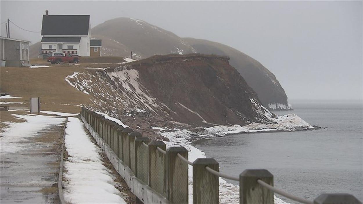 À Havre-Aubert, aux îles de la Madeleine, des résidences vulnérables à l'érosion des berges
