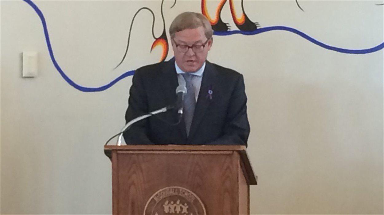 Le ministre de l'Éducation albertain, David Eggen, annonce un nouveau programme scolaire, développé en anglais et en français.