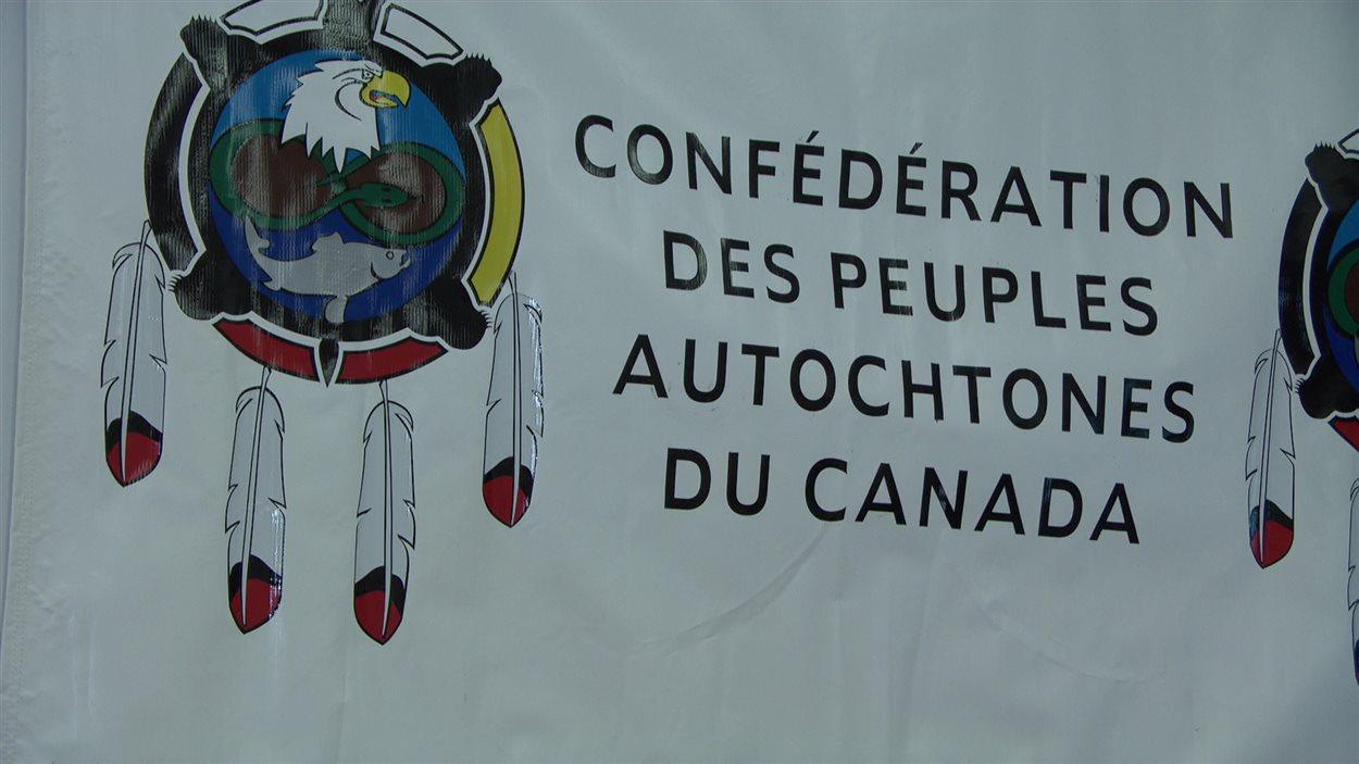 Le logo de la Confédération des peuples autochtones du Canada