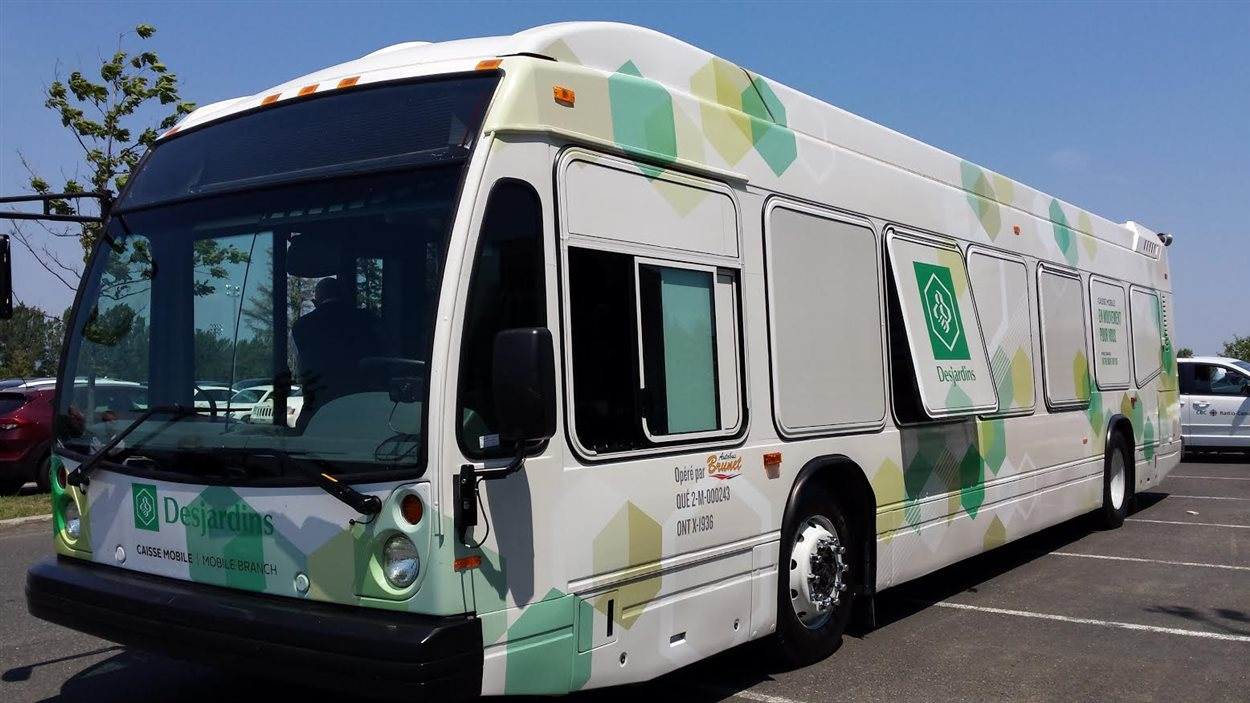 Desjardins convertit un autobus en caisse mobile.