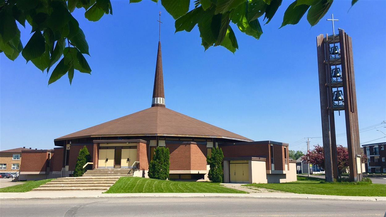 Église Saint-Rédempteur. Un centre administratif sera installé dans le presbytère de cette église.