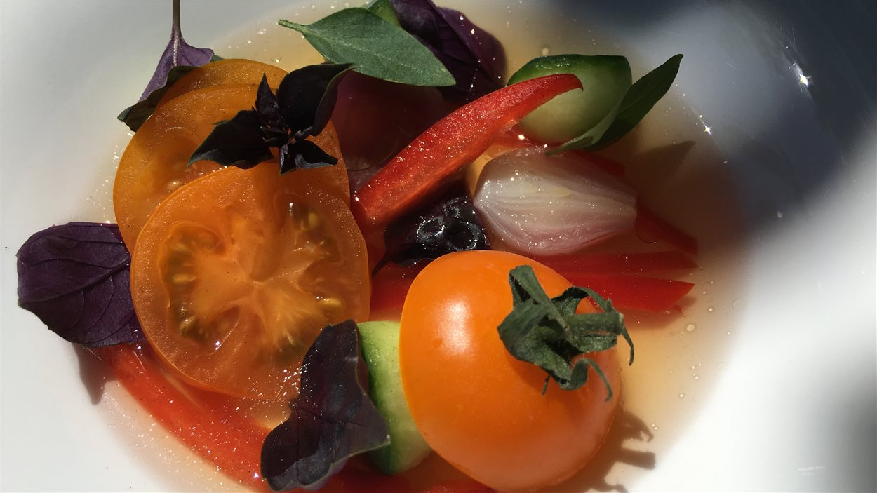 Eau de gaspacho et salade de tomates