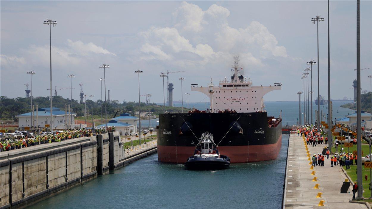 Le Baroque a été le premier Post-Panamax à franchir la première écluse à Agua Clara, du côté de l'Atlantique, le 9 juin 2016.