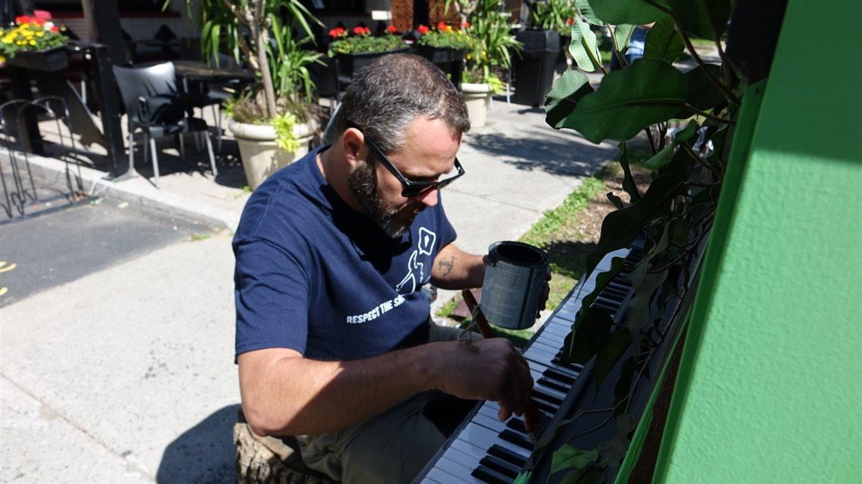Patrick Langevin met la touche finale au piano vert.