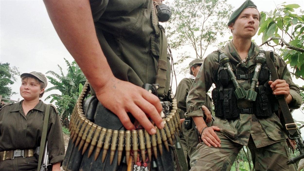 Des guérilleros armés