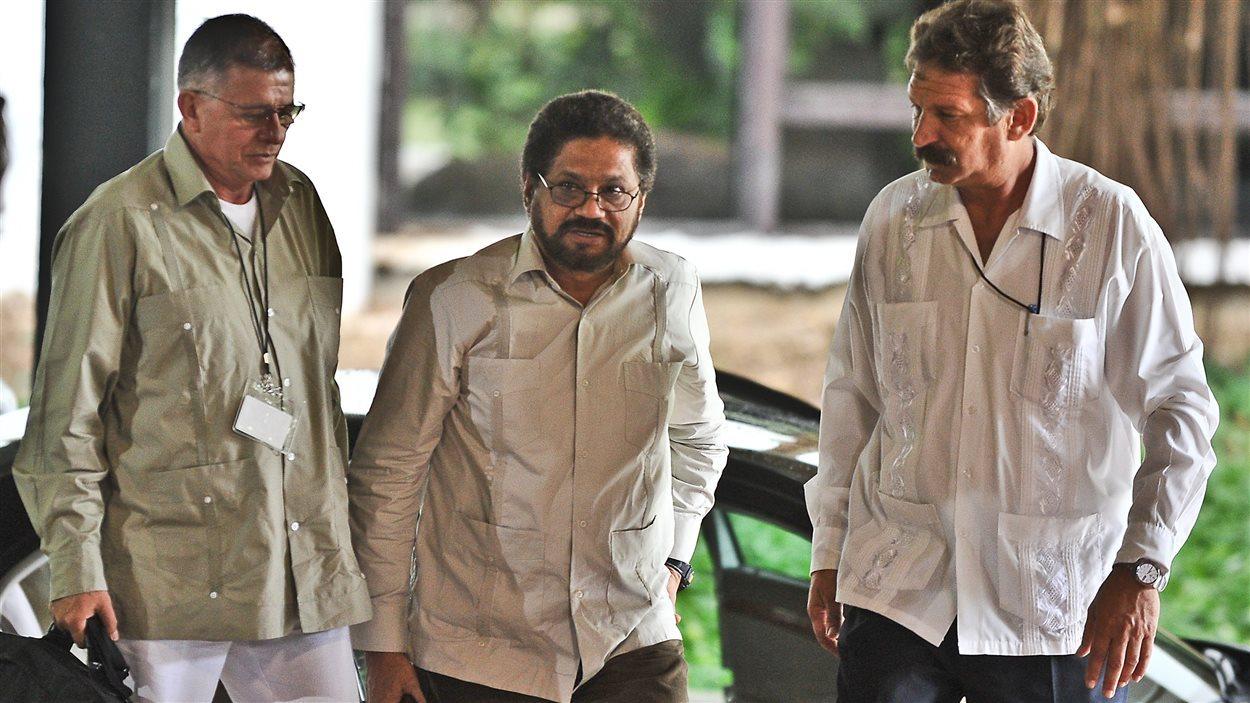 Les représentants des FARC Ivan Marquez et Rodrigo Granada arrivent au Palais des conventions, à La Havane