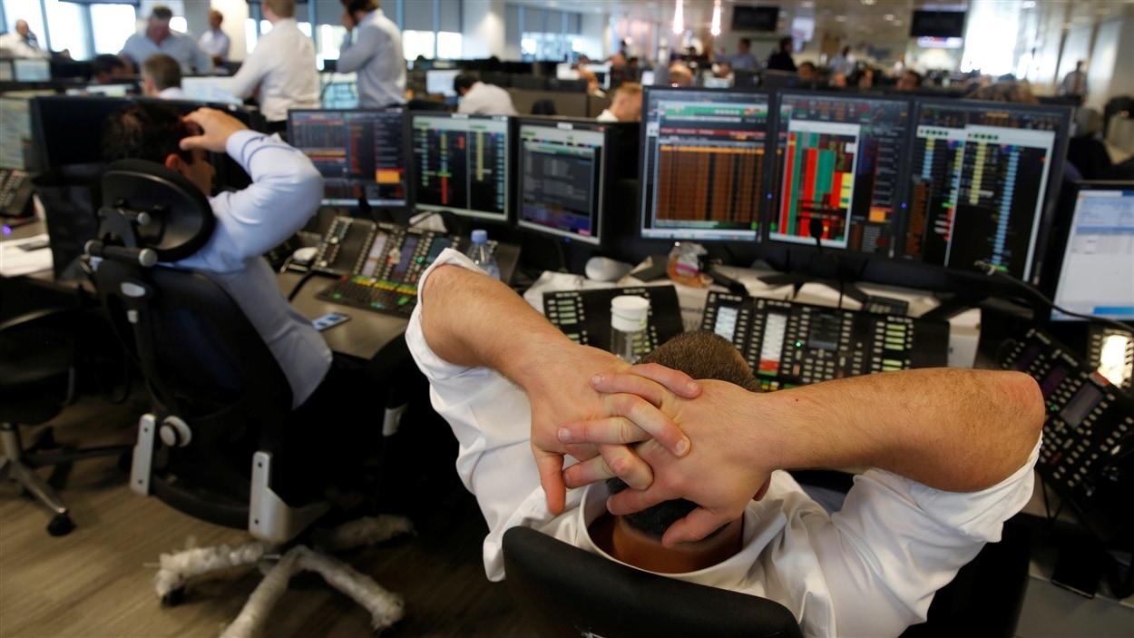 Les marchés boursiers se sont effondrés après la victoire du Brexit.