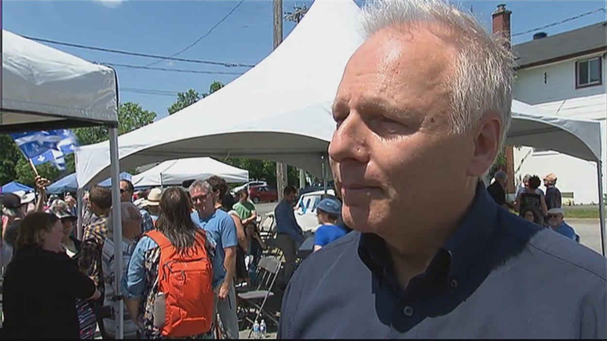 Le député Jean-François Lisée accorde une entrevue le 26 juin 2016 à Thetford-Mines, peu après avoir officiellement lancé sa campagne en vue de la course à la direction du Parti québécois.