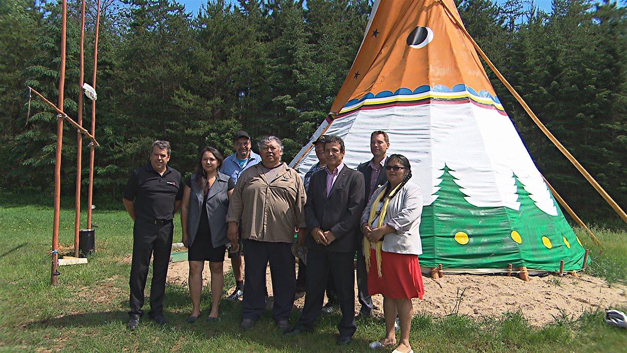 Le groupe Rémabec et la communauté de Wemotaci signent une entente de collaboration.