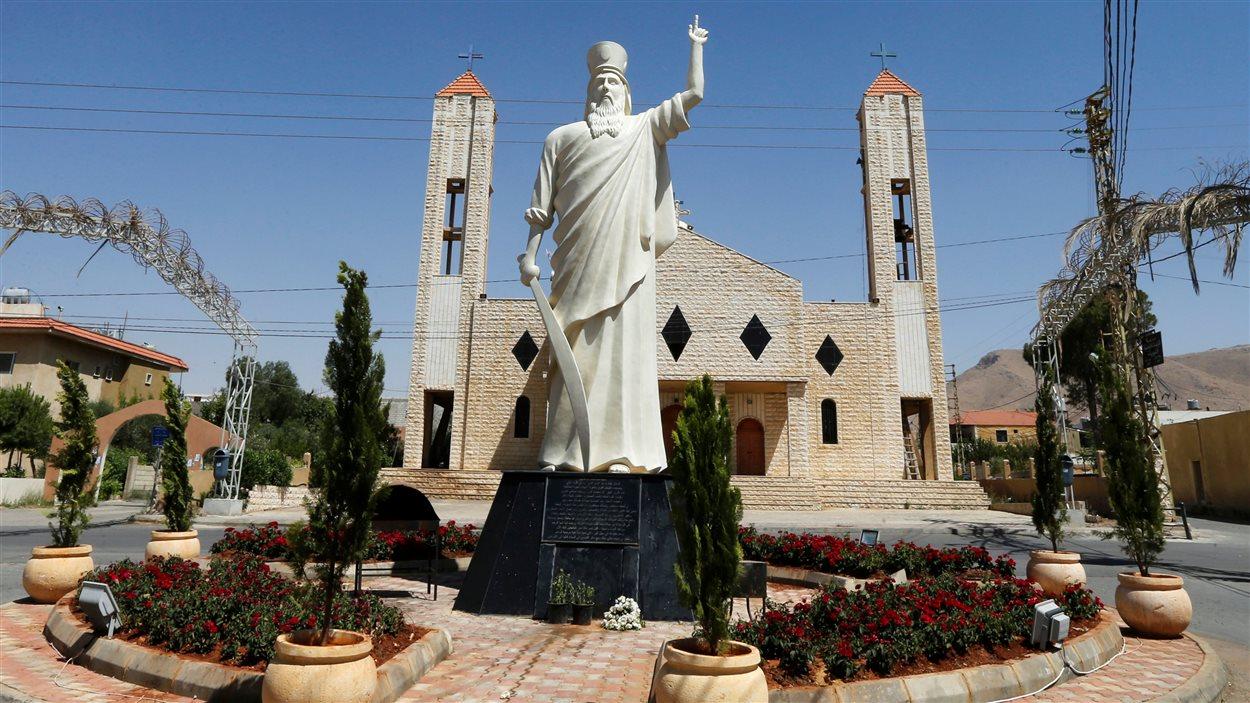 L'église de Qaa devant laquelle un kamikaze s'est fait exploser lundi au Liban.