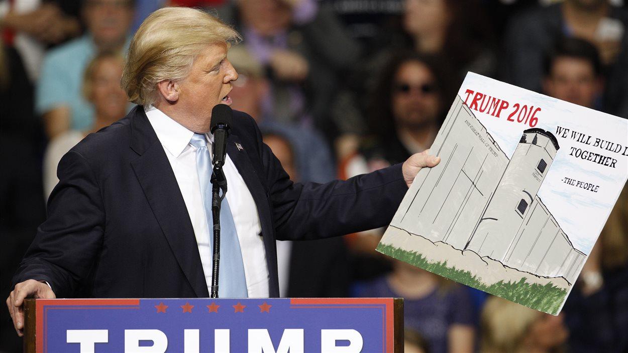 Donald Trump propose de construire un mur entre les États-Unis et le Mexique.