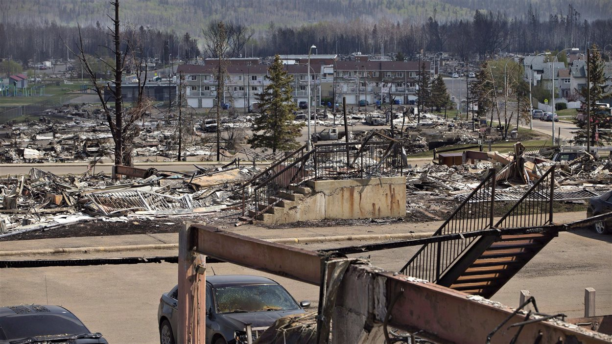 Des centaines de familles de Fort McMurray devront reconstruire leur maison au cours des prochains mois.