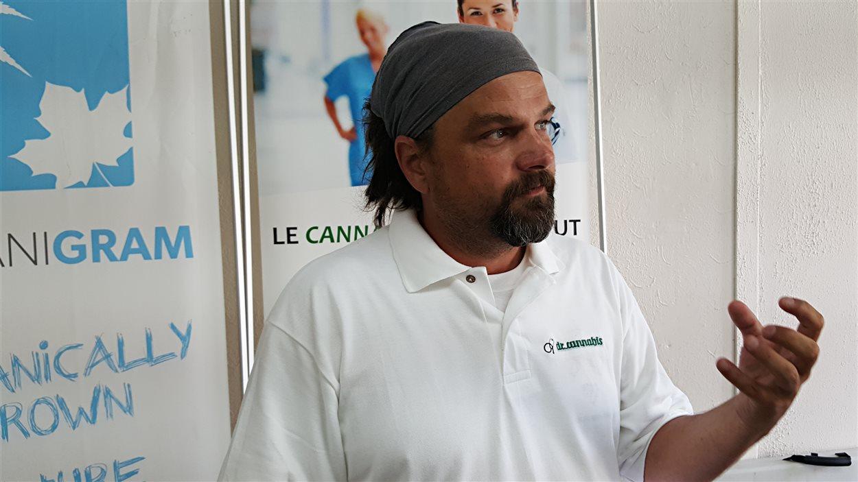 Régis Gaudet de «Dr Cannabis» dans ses locaux de Sherbrooke