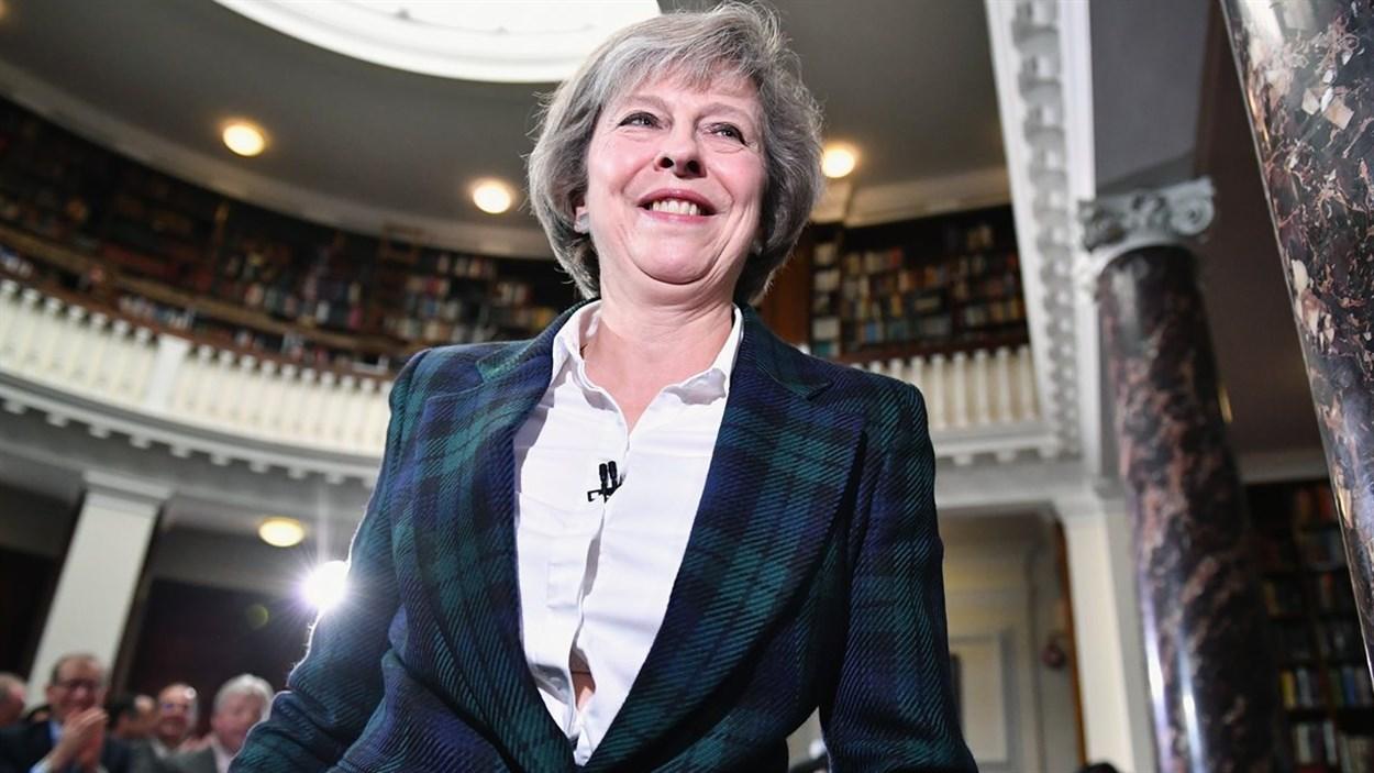Theresa May a officialisé sa candidature en conférence de presse jeudi matin.