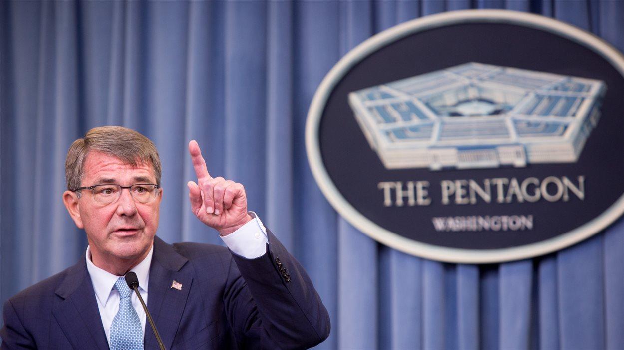 Le secrétaire américain à la Défense, Ashton Carter, lors de l'annonce sur les personnes transgenres dans l'armée, le 30 juin 2016.