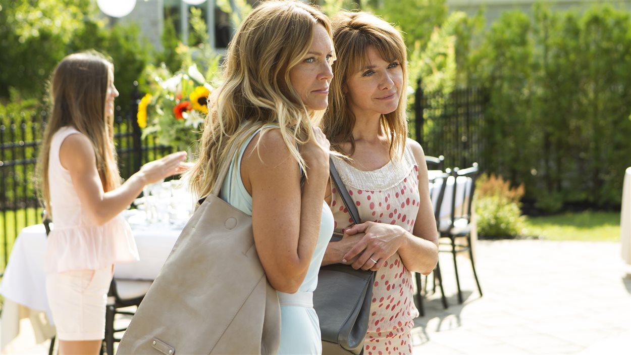 Sophie Prégent et Isabel Richer dans une scène du film <em>Les 3 p'tits cochons</em>