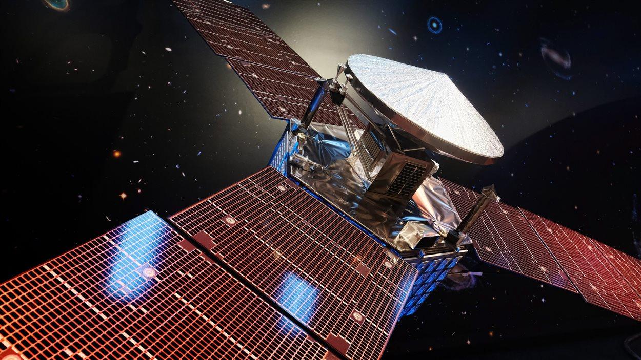 La sonde Juno est aussi grande qu'un terrain de tennis et compte d'imposants panneaux solaires.