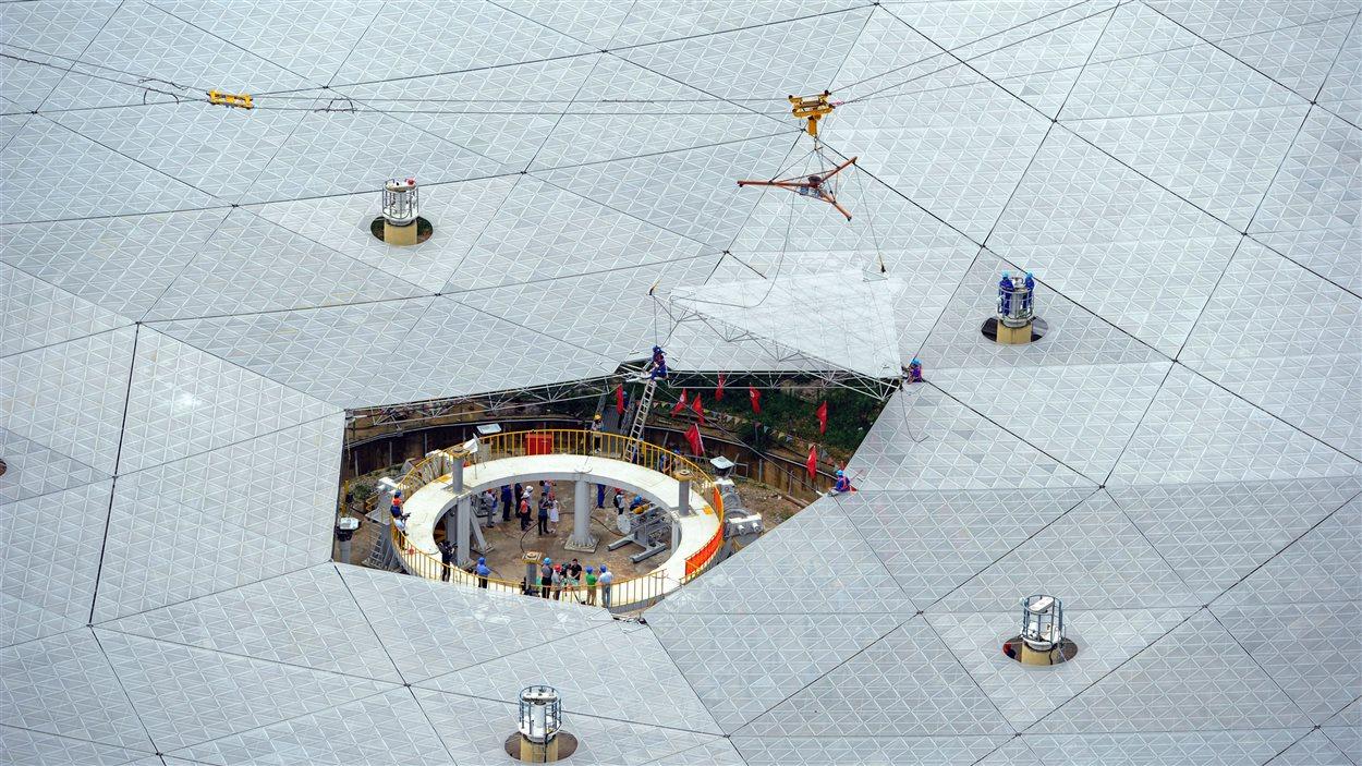 La dernière pièce du télescope FAST apposée à l'édifice