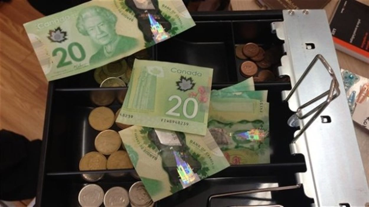 Le demi, un billet de 20 $ coupé en deux, est une monnaie complémentaire utilisée en Gaspésie